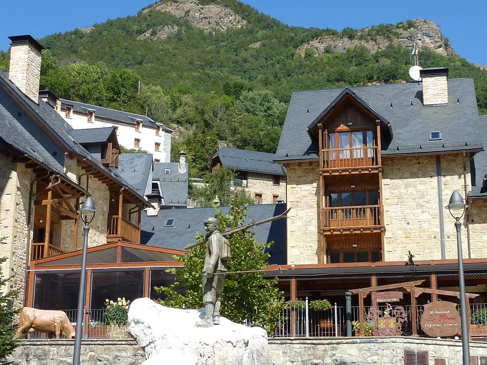 Urbanismo valle de tena 35 a os de arquitectura en el pirineo - Casa ferrando panticosa ...