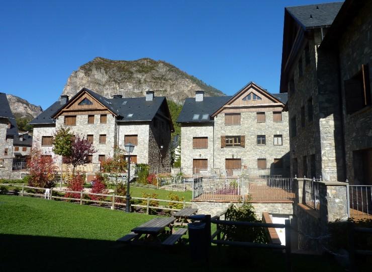 153139_7_Urbanizacion_y_apartamentos_en_Escarrilla(1)